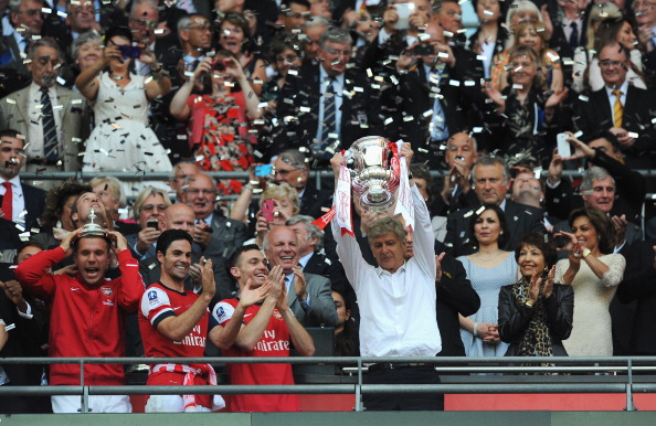 enger lifiting the FA Cup after Ramsey scored the winner against Hull City