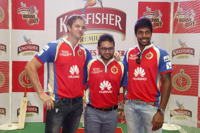 Albie Morkel, Parthiv Patel and Varun Aaron share a light moment at the Kingfisher Bowl Out
