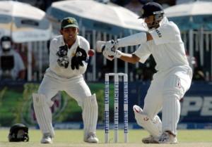 Dravid cuts as Kamran Akmal watches