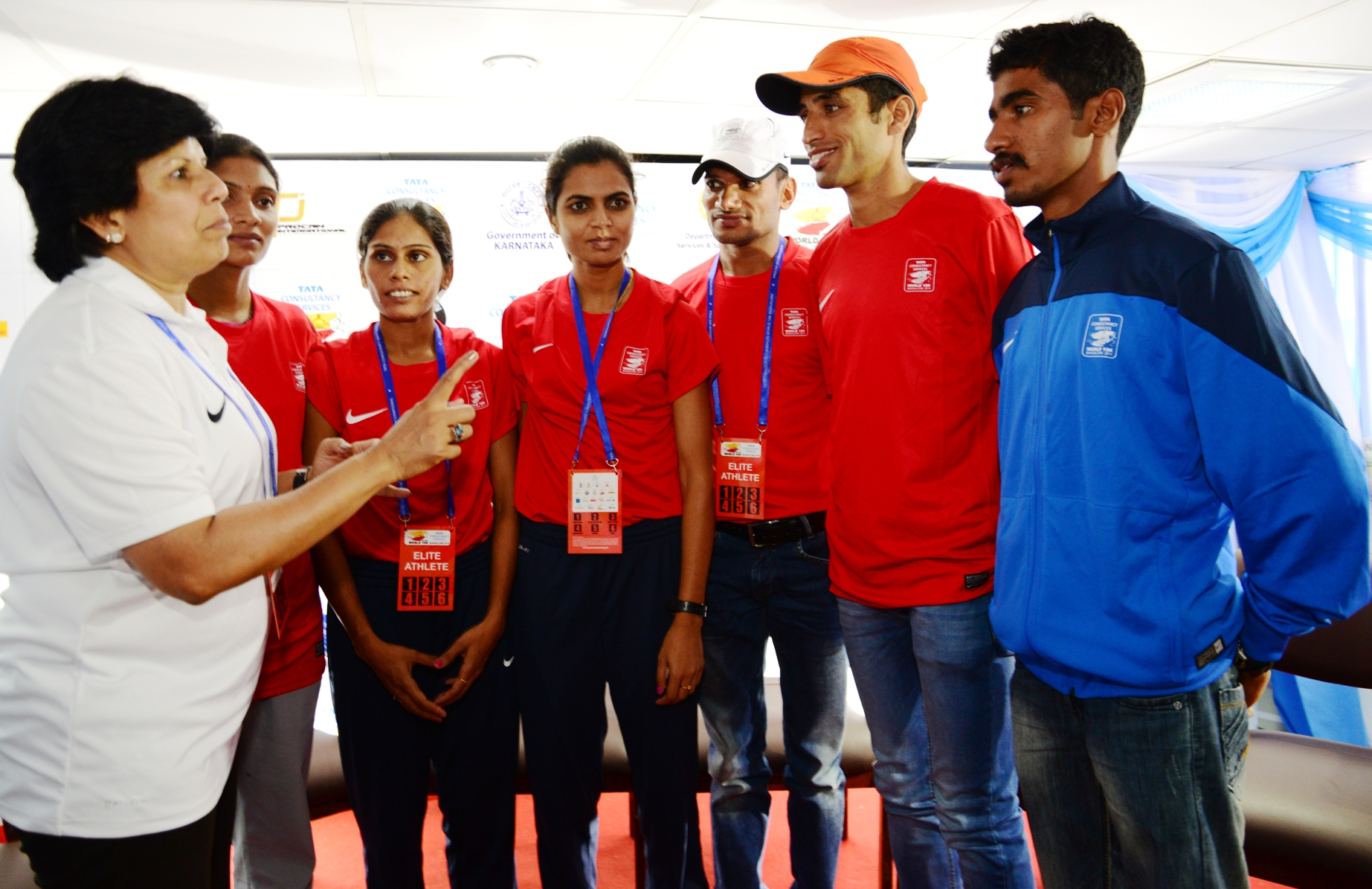 Sunita Godara (Indian Elite Athletes Co-ordinator) along with Indian Elite Athletes (L toR), Ritu Pal, Vijaymala Patil, Priyanka Singh, V L Dangi, B. C. Tilak and Balliappa A.B. at the Meet & Greet of the TCS World 10K Bangalore on Saturday