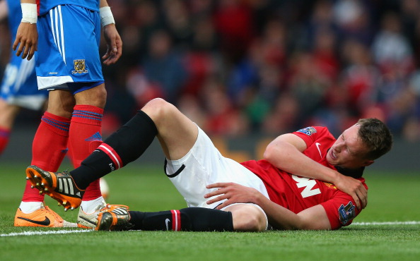 Phil Jones suffered a shoulder injury and was taken to the hospital