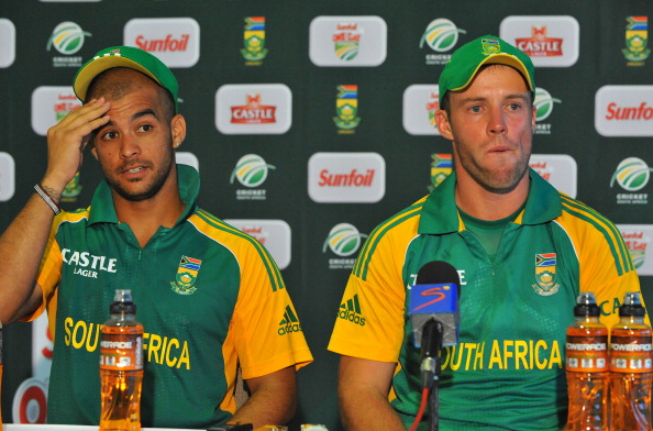 EAST LONDON, SOUTH AFRICA - JANUARY 14: Man of the Match JP Duminy and AB de Villiers of South Africa at the post match press conference during the 2nd One Day International match between South Africa and Sri Lanka at Buffalo Park on January 14, 2012 in East London, South Africa. (Photo by Duif du Toit / Gallo Images/Getty Images)