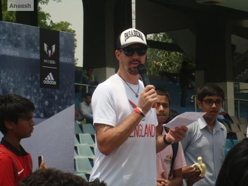 Pietersen at the Adidas flag bearer event alongside a Dani Alves supporter
