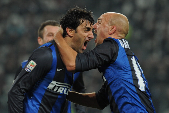 Diego Milito (L) and Esteban Cambiasso