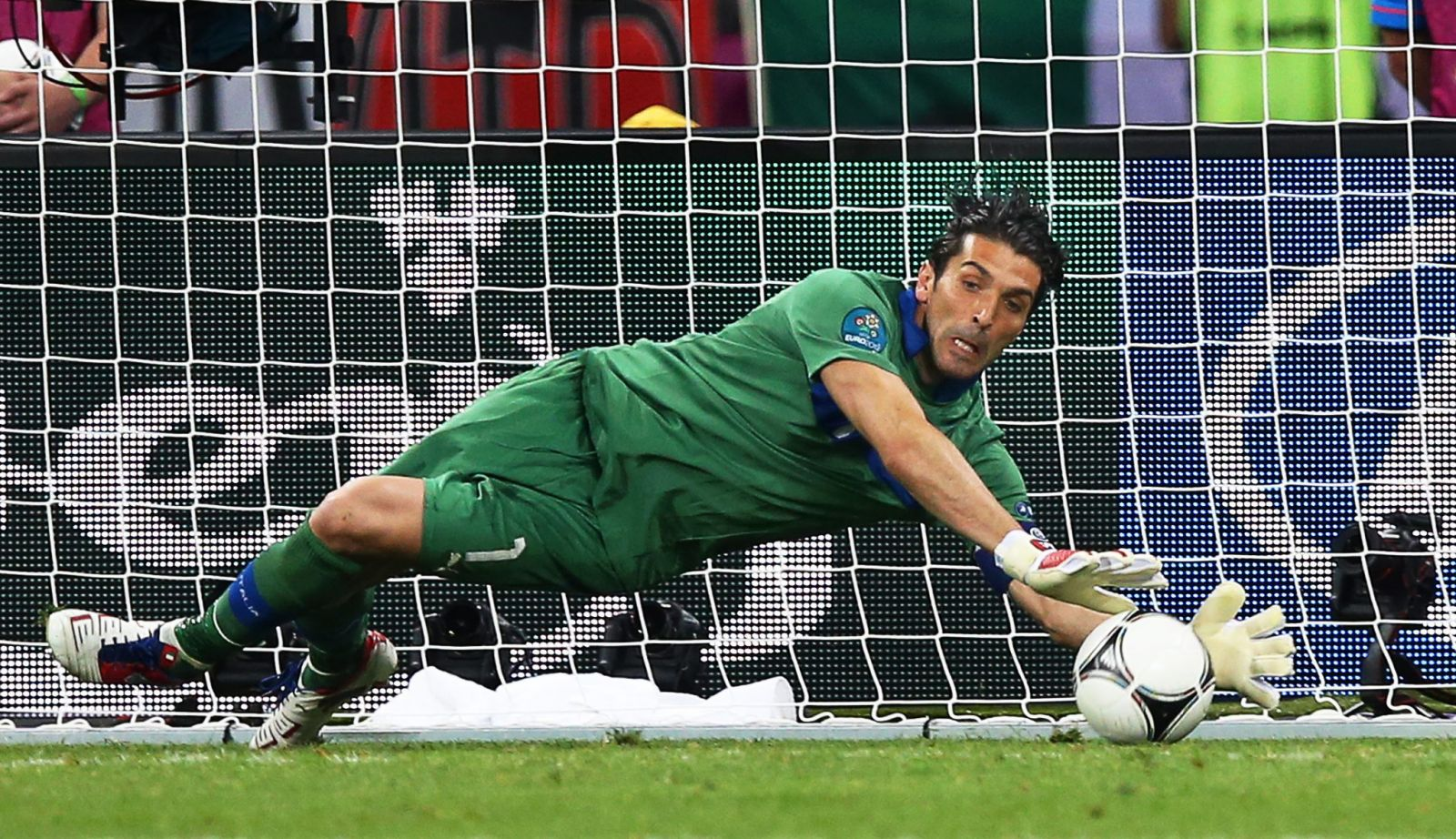 Italy s Gianluigi Buffon out for the clash against England