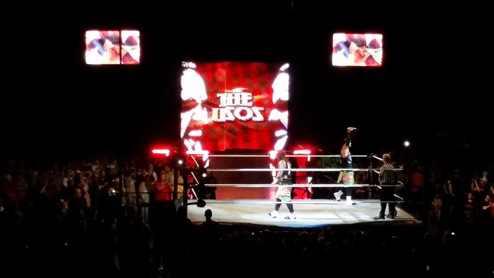 Wwe Live Event Images Of Vince Mcmahon Peeking Ric Flair 39 S Return And Mark Henry