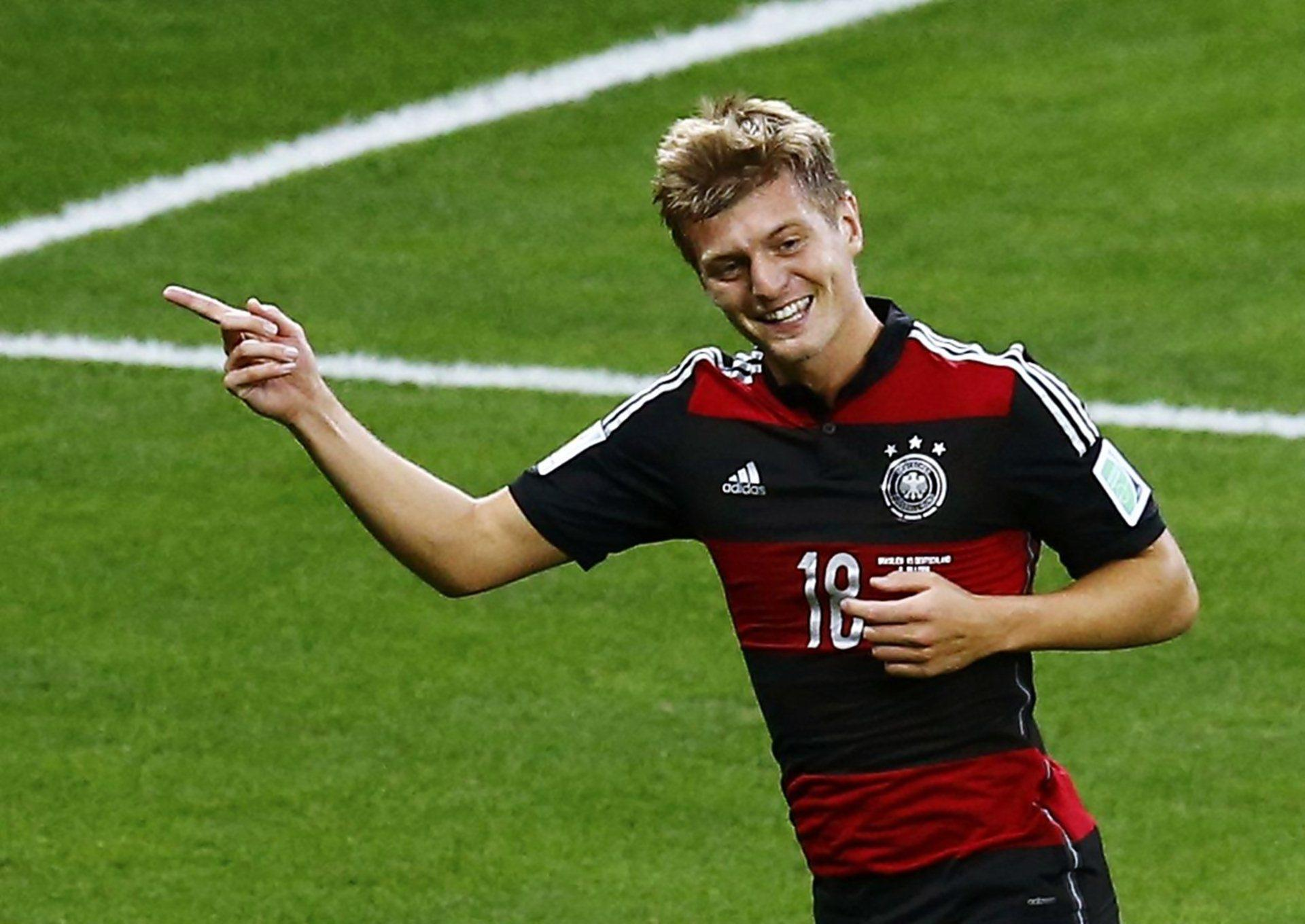 Bayern Munich s Toni Kroos confirms move to Real Madrid