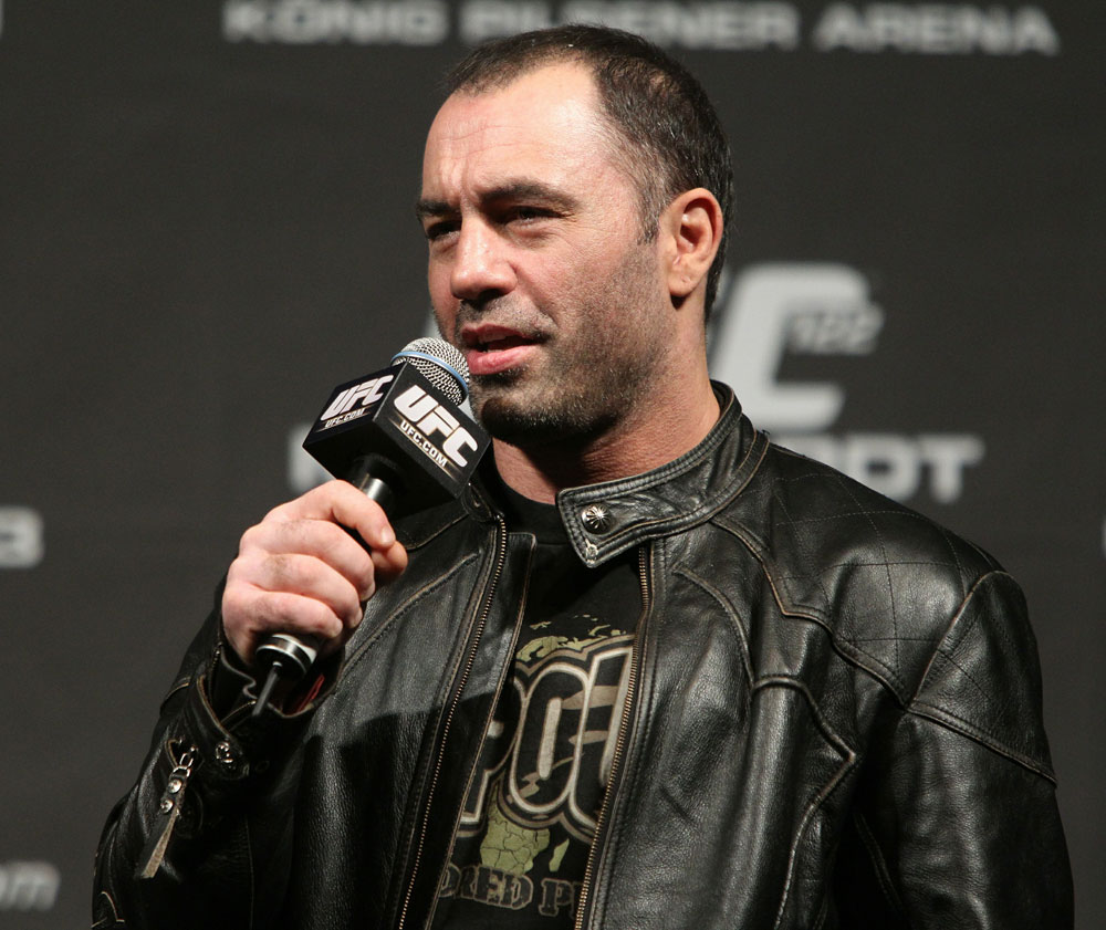Ufc S Joe Rogan Takes A Jab At Wwe And Pro Wrestling Fans
