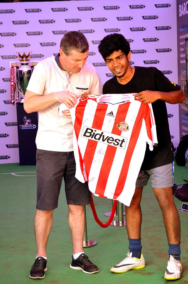 Tejas with Manchester United legend Dennis Irwin, after he won the Freestyle football competition at the Channel V fest 2013