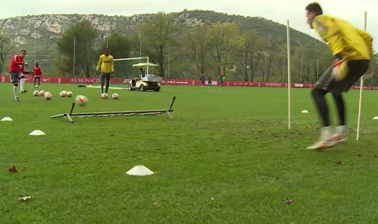 Monaco goalkeeper training deflections