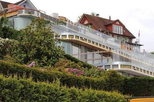 Lake Zurich Football >> Roger Federer moves into a mansion worth £6.5 million