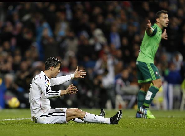 Video how cristiano ronaldo dived to win a penalty - Cristiano ronaldo dive ...