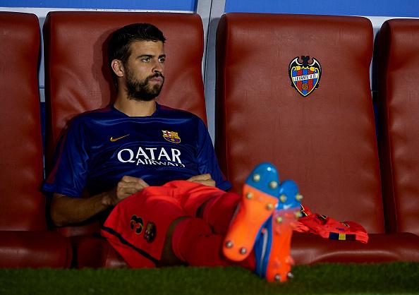 Gerard Pique bench Barcelona