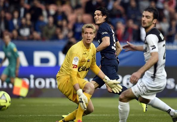 PSG Verratti quick free kick Cavani goal