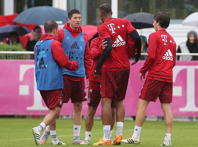 Robert Lewandowski Jerome Boateng Bayern Munich fight training