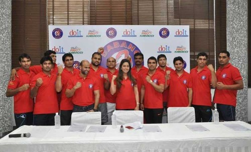 Dabang Delhi players with team owner Ms. Radha Kapoor. [Image credits: DabangDelhi.com]