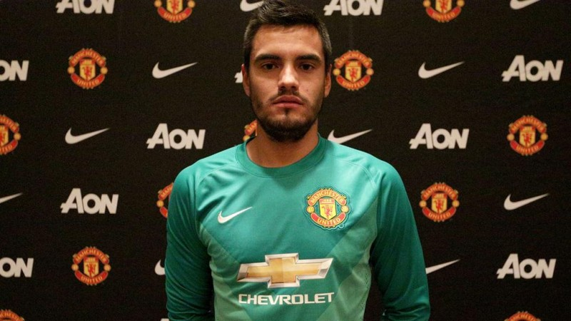 Manchester United sign goalkeeper Sergio Romero