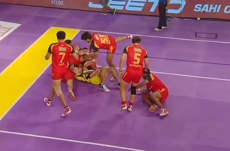 Pro Kabaddi: Bengaluru Bulls enter final by beating Telugu Titans 39-38