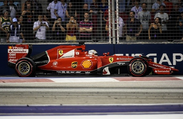 Singapore GP Race Report: Sebastian Vettel takes victory, fan on the track!