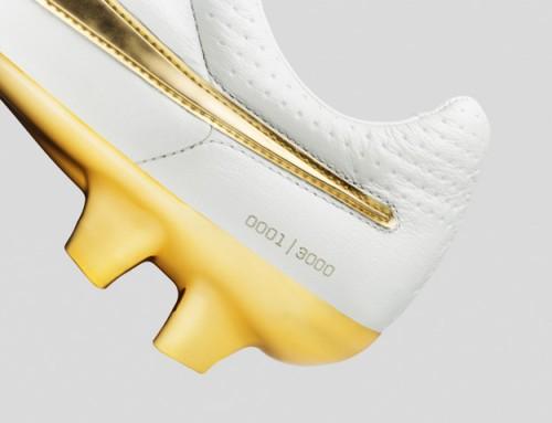 super popular c35d9 76587 Nike Tiempo Legend V Ronaldinho Boots Released