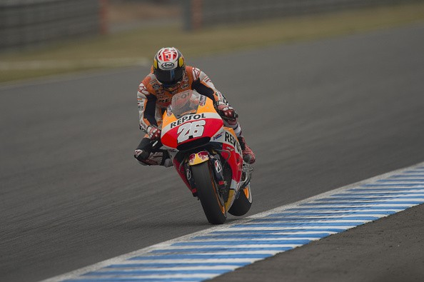 Dani Pedrosa takes victory at the Japanese MotoGP, Rossi seals championship
