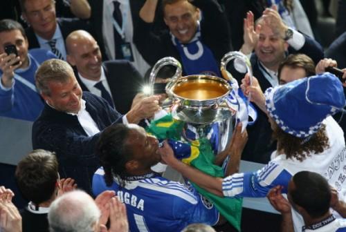 Russian billionaire Abramovich(L) acquired Chelsea Football Club in 2003