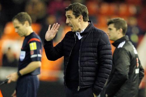 Gary Neville communicating players Valencia