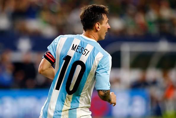 5c560b65b Poor Iraqi kid wearing  plastic bag  Lionel Messi jersey draws the ...
