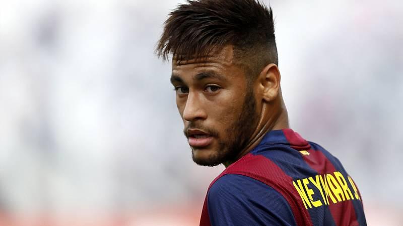 b13c7f42596e Video  Neymar takes the crossbar challenge