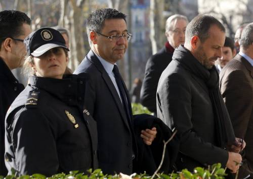 Former Barcelona president Sandro Rosell (R) and current president Josep Maria Bartomeu (C) leave after testifying at Spain's High Court in Madrid, Spain, February 1, 2016. REUTERS/Andrea Comas