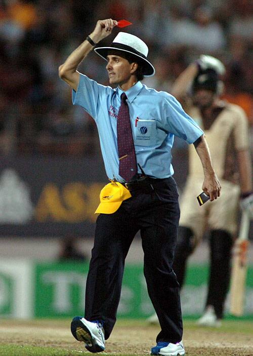 5 funny on field incidents involving umpires