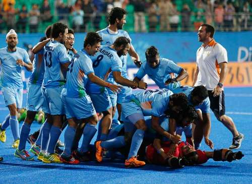 Sreejesh celebrates with the Indian team