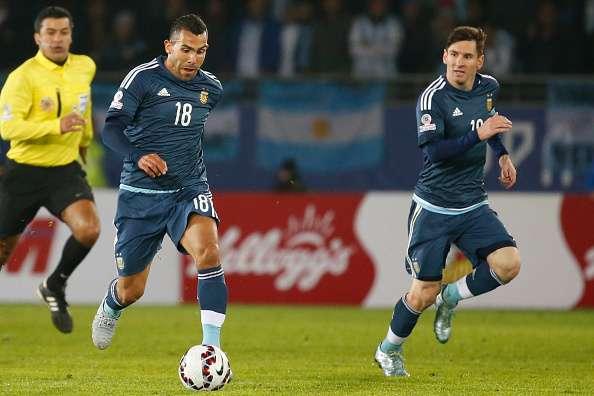 Tevez bênh vực Messi, khuyên người Argentina ngừng lãng phí thời gian