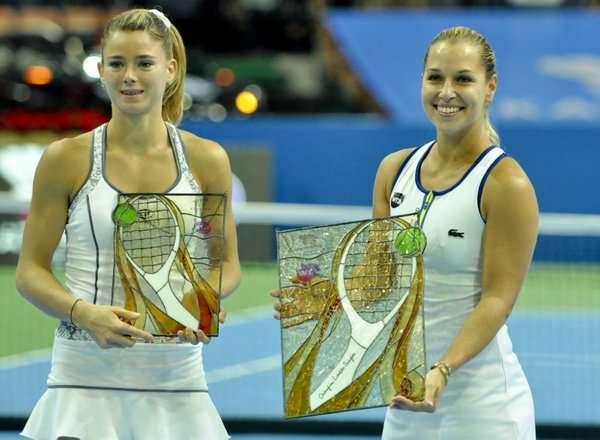 Camila Giorgi (left) and Dominika Cibulkova with their trophies at Katowice on Sunday (image courtesy: Katowice Open Twitter)