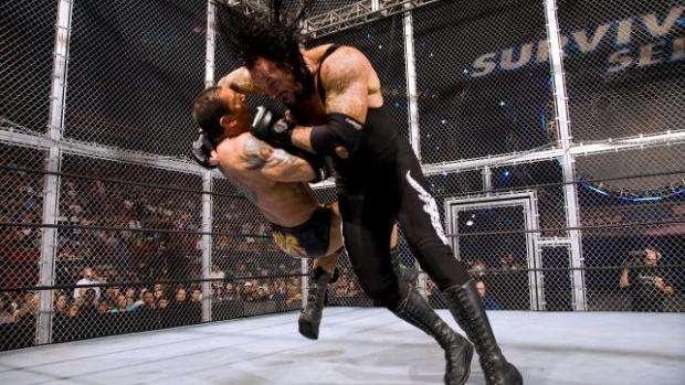 Resultado de imagem para undertaker vs batista hell in a cell
