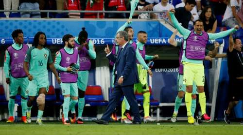 Football Soccer - Portugal v Wales - EURO 2016 - Semi Final - Stade de Lyon, Lyon, France - 6/7/16 Portugal head coach Fernando Santos, Renato Sanches and teammates celebrate after the game REUTERS/Robert Pratta Livepic