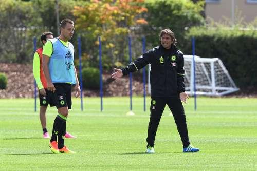 Antonio Conte Chelsea training session