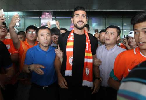 Graziano Pelle joins Chinese club Shandong Luneng