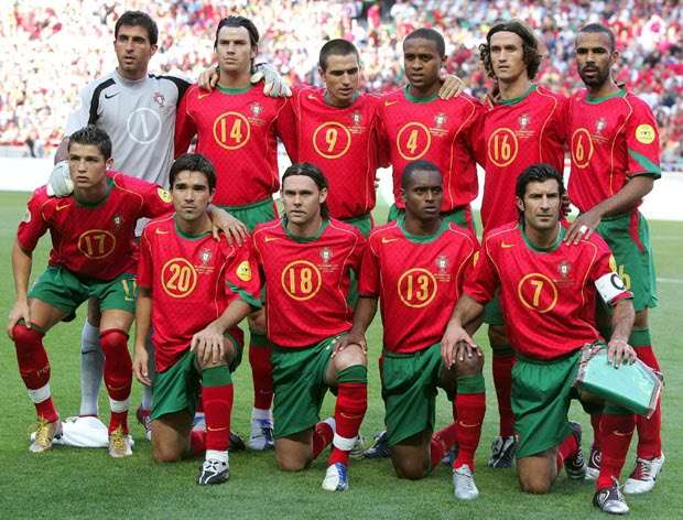 5 teams that lost the final of an international tournament at home