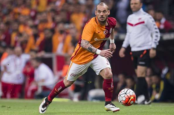 Wesley Sneijder fined £1.96m by Galatasaray for collecting yellow cards