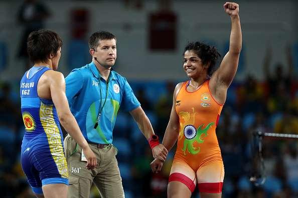 RIO DE JANEIRO, BRAZIL - AUGUST 17:  Sakshi Malik of India celebrates after defeating Aisuluu Tynybekova of Kyrgyzstan during the Women