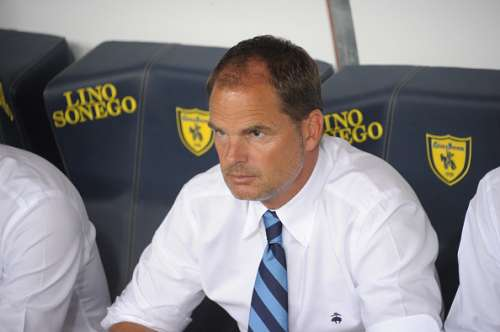 VERONA, ITALY - AUGUST 21:  Head coach  of  FC Internazionale  Frank de Boer looks on during the Serie A match between AC ChievoVerona and FC Internazionale at Stadio Marcantonio Bentegodi on August 21, 2016 in Verona, Italy.  (Photo by Dino Panato/Getty Images)