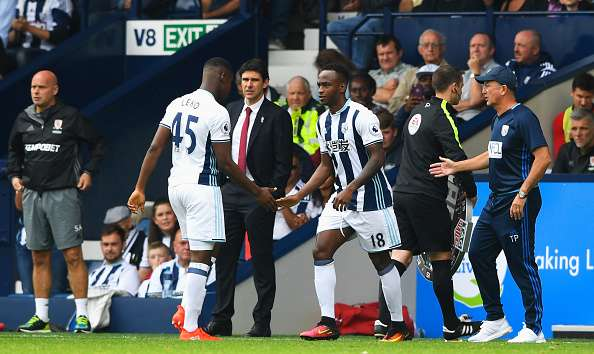 WEST BROMWICH, ENGLAND - AUGUST 28:  Tony Pulis, Manager of West Bromwich Albion brings on Saido Berahino as a substitute for Jonathan Leko during the Premier League match between West Bromwich Albion and Middlesbrough at The Hawthorns on August 28, 2016 in West Bromwich, England.  (Photo by Stu Forster/Getty Images)