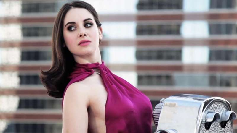 Wwe News Alison Brie To Star In Netflix S Wrestling