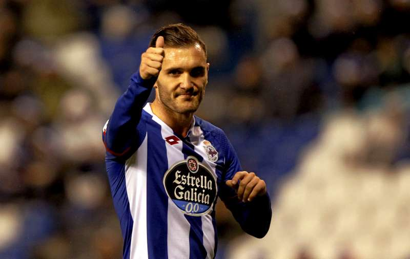 Arsenal on the verge of signing Deportivo's Lucas Perez and Valencia's Shkodran Mustafi