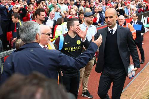 MANCHESTER, ENGLAND - SEPTEMBER 10: Jose Mourinho, Manager of Manchester United (L) annd Josep Guardiola, Manager of Manchester City (R) shake hands before kick off during the Premier League match between Manchester United and Manchester City at Old Trafford on September 10, 2016 in Manchester, England.  (Photo by Clive Brunskill/Getty Images)