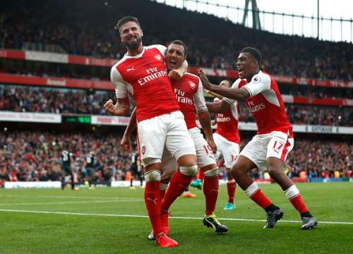 LONDON, ENGLAND - SEPTEMBER 10:  Santi Cazorla of Arsenal celebrates scoring his sides second goal with his team mates during the Premier League match between Arsenal and Southampton at Emirates Stadium on September 10, 2016 in London, England.  (Photo by Clive Rose/Getty Images)