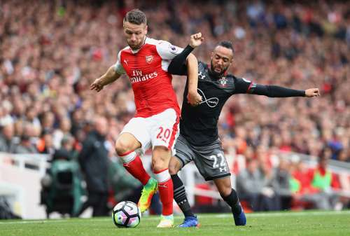 LONDON, ENGLAND - SEPTEMBER 10:  Shkodran Mustafi of Arsenal (L) and Nathan Redmond of Southampton (R) battle for possession during the Premier League match between Arsenal and Southampton at Emirates Stadium on September 10, 2016 in London, England.  (Photo by Paul Gilham/Getty Images)