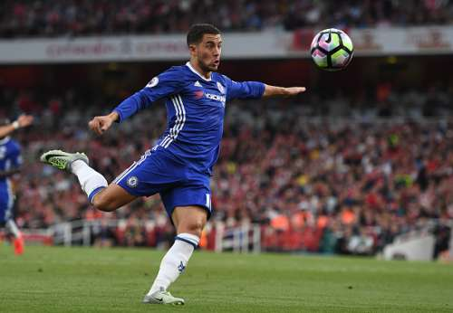 LONDON, ENGLAND - SEPTEMBER 24:  Eden Hazard of Chelsea volleys during the Premier League match between Arsenal and Chelsea at the Emirates Stadium on September 24, 2016 in London, England.  (Photo by Shaun Botterill/Getty Images)