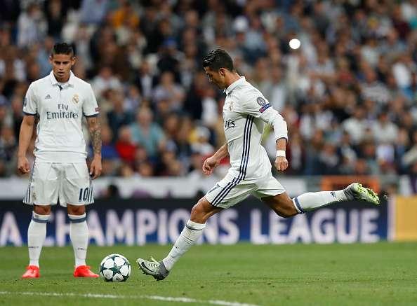 Ronaldo taking a curler free kick